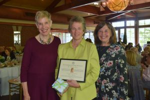 The City Gardens Club Of New York City Honors Queens Botanical Garden S Susan Lacerte With Medal
